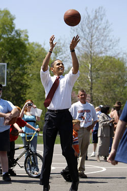 15_obasketball_lgl Day in the Life: Barack Obama