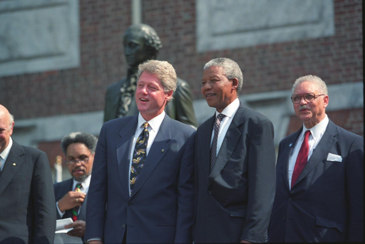 Bill-Clinton-with-Nelson-Mandela Day in the Life: Nelson Mandela