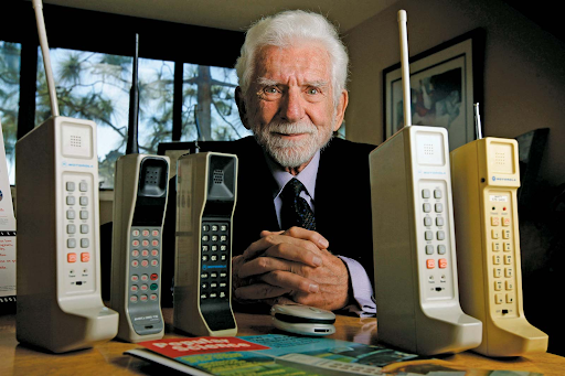 Marty-Cooper-Surrounded-by-Cell-Phones Day in the Life: Marty Cooper, Father of the Cell Phone