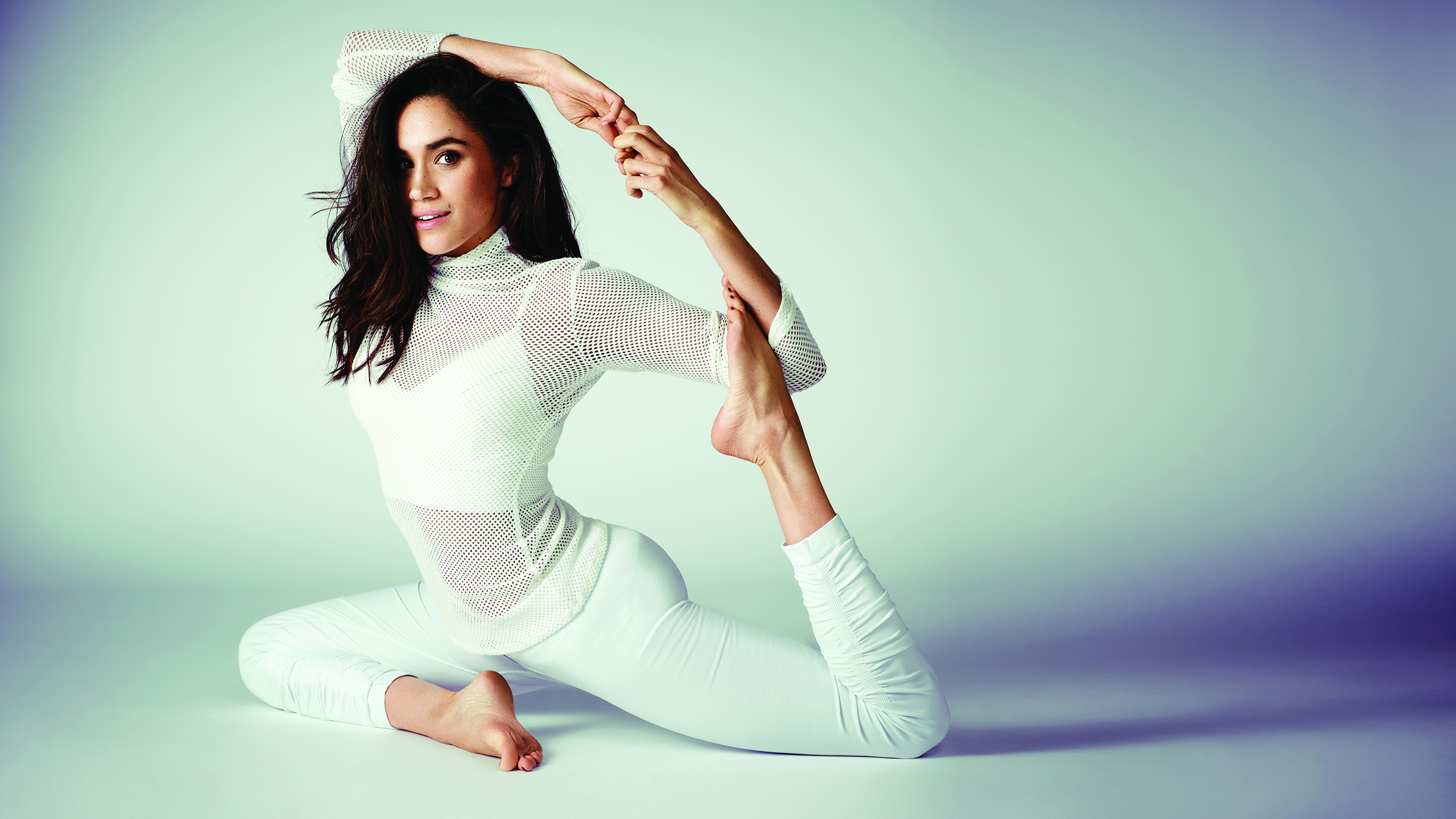 Meghan-Markle-Yoga-Story Day in the Life: Meghan Markle