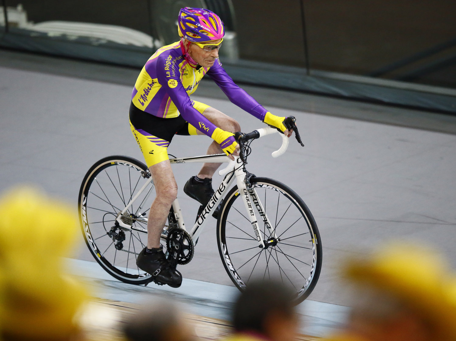 Robert Marchand, 105, set a world record at the velodrome of Saint-Quentin en Yvelines